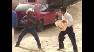 getlinkyoutube.com-Tremenda pelea de borrachos