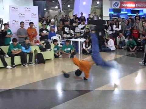 Bboy Conejo Vs Bboy Lil' drez (Real Flow 2010) - Power move