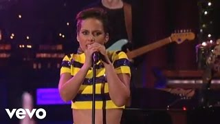 Alicia Keys – Girl On Fire (Live on Letterman) dinle indir