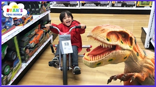 getlinkyoutube.com-TOYS HUNT at Toys R Us Ryan ToysReview! Giant Life Size Dinosaur kids toy store! Family Fun Trip