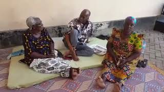 Rais Magufuli akiwa nyumbani kwao Chato na Mama Mzazi