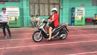 getlinkyoutube.com-Clip Trải Nghiệm Piaggio Medley