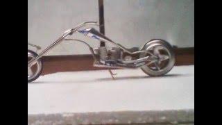 getlinkyoutube.com-Impresionantes motos a escala elaboradas con latas de aluminio