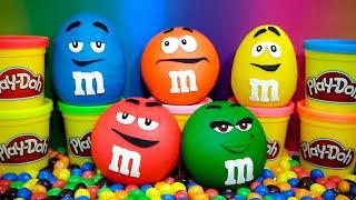 getlinkyoutube.com-M&M's Surprise Eggs Play Doh