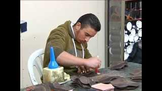 getlinkyoutube.com-حسن أبو الرب صناعة الأحذية في الخليل