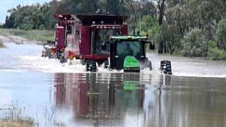 getlinkyoutube.com-john deere and two case headers swimming