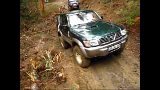 getlinkyoutube.com-patrol y61 stuck in mud, bloqué en dévers dans la boue