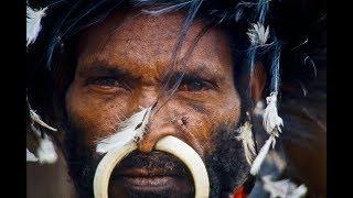 getlinkyoutube.com-Im Kreis der Gesichter, Erstkontakt zu einem rituell kannibalischen Stamm der Yalis