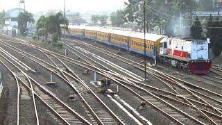 Lalu Lalang Kereta Api di Pagi Hari Kota Bandung