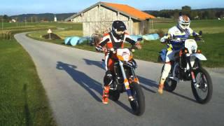 getlinkyoutube.com-Husqvarna vs KTM / Supermoto Duell / Motorcycle