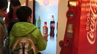 "getlinkyoutube.com-Coca-Cola ""Interactive Happiness Machine"" Comes to Tokyo"