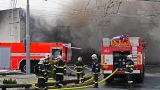 getlinkyoutube.com-Požár haly (se zaparkovanými autobusy a trolejbusy) - Opava (Bílovecká) - MDPO - 20.10.2013 - 16:05