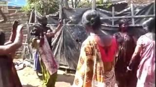 getlinkyoutube.com-Holi Me Bihari Bhabhi Dance