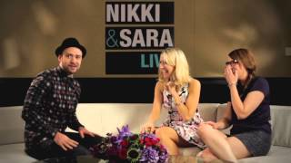 getlinkyoutube.com-Justin Timberlake Surprises The Ladies of Nikki & Sara LIVE