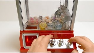 getlinkyoutube.com-Toys Grab Candy Machine with Surprise Toys ガムボールマシーン