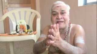 getlinkyoutube.com-Experience with Mahaperiava - Sri Vikku Vinayakaram