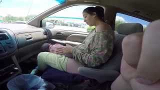 getlinkyoutube.com-Woman gives birth to 10lb baby in car