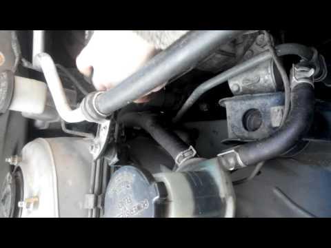 Где в Pontiac Vibe натяжной ролик ремня генератора