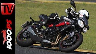 getlinkyoutube.com-Triumph Street Triple R | Naked Bike Test Rennstrecke