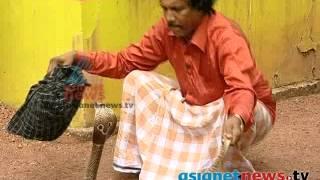 getlinkyoutube.com-Street magician cum snake master  Cherpulassery Shamsudheen : Aviramam 4th Dec 2013 Part 2
