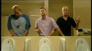 Bărbați la toaletă