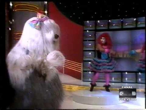 Priscila da Tv Colosso cantando MAMÃE PASSOU AÇÚCAR EM MIM