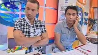 getlinkyoutube.com-Razvan si Dani - Razvan primeste un telefon in direct de la fiica lui