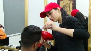getlinkyoutube.com-سكر فتاة مصرية تحلق شعر الرجال