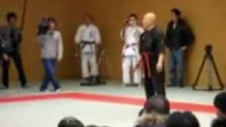 getlinkyoutube.com-Incredible fight between a Kiai master and a MMA fighter