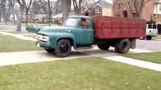 getlinkyoutube.com-1955 Ford F550 stake farm truck