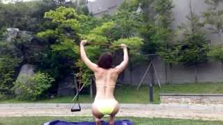 getlinkyoutube.com-밴드를 이용한 섹시백 만들기 운동 Resistance band Back Exercise