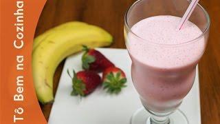 getlinkyoutube.com-MILKSHAKE DE MORANGO E BANANA - Receita de milkshake (Episódio #105)