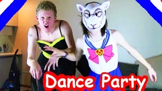 getlinkyoutube.com-PIERCE THE VEIL *DANCE PARTY* Featuring Johnnie Guilbert & BryanStars