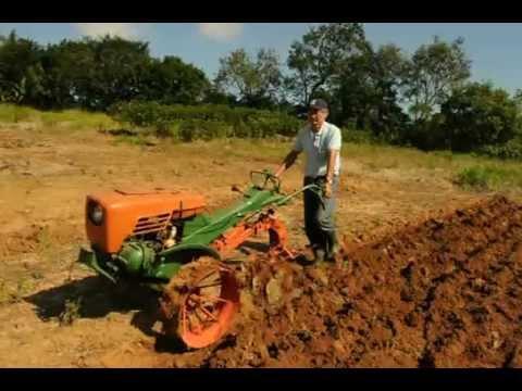 micro trator com arado