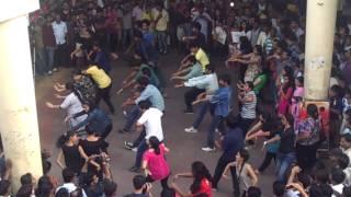 getlinkyoutube.com-Flash Mob In Thane Station