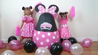 getlinkyoutube.com-Disney Junior Videos Minnie Mouse Super Giant SURPRISE EGG WORLDS BIGGEST Minnies Bowtique Bow Toons
