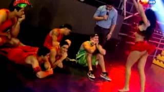 getlinkyoutube.com-COMBATE: Reto de baile entre Micheille Soifer y Karen Dejo