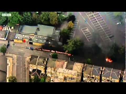 BBC NEWS EXCLUSIVE - London riots - Cars set on fire in Lewisham