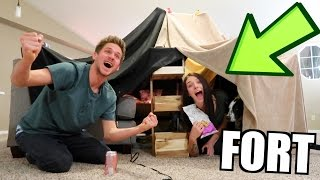 EPIC LIVING ROOM BLANKET FORT!