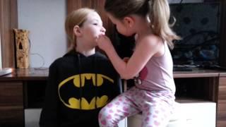 getlinkyoutube.com-Meine kleine schwester schminkt mich♡