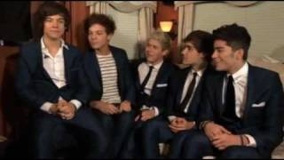getlinkyoutube.com-One Direction Dancing on Ice Backstage