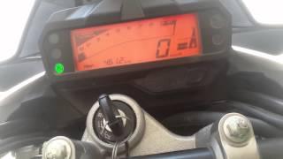 getlinkyoutube.com-Suzuki gixxer vs yamaha fz-s v2.0 indepth review