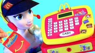 getlinkyoutube.com-Elsa Trabalha no McDonalds Pig George Foi Comprar Happy Meal no McDonalds Cash Register Toy