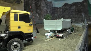 getlinkyoutube.com-RC CONSTRUCTION SITE, OH NO THIS GREEN TRUCK STUCK IN THE ERTH