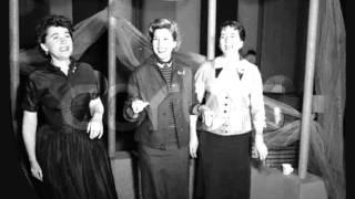 getlinkyoutube.com-Rum & Coca Cola (1946 Recording) - The Andrews Sisters