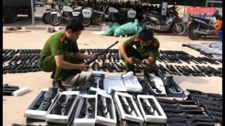 getlinkyoutube.com-Công an huyện Bàu Bàng bắt giữ lô hàng lớn súng hơi và pháo