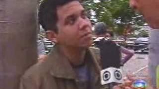 getlinkyoutube.com-Repórter da Globo dá tapa na cara de entrevistado ao vivo