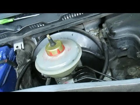 Расположение в Audi C5 бачка гидроусилителя руля