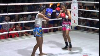 getlinkyoutube.com-Young Female Thai Boxer Mongkunpet Rawai wins 40,000 Baht: 22 November 2014