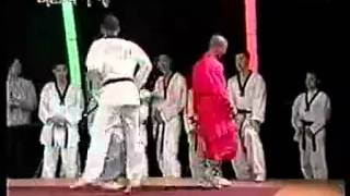 getlinkyoutube.com-เส้าหลินปะทะแชมป์โลกเทควอนโด